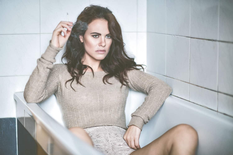 Melania Dalla Costa dentro vasca da bagno di Maria La Torre