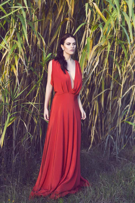 Melania Dalla Costa abito rosso figura intera di Maria La Torre