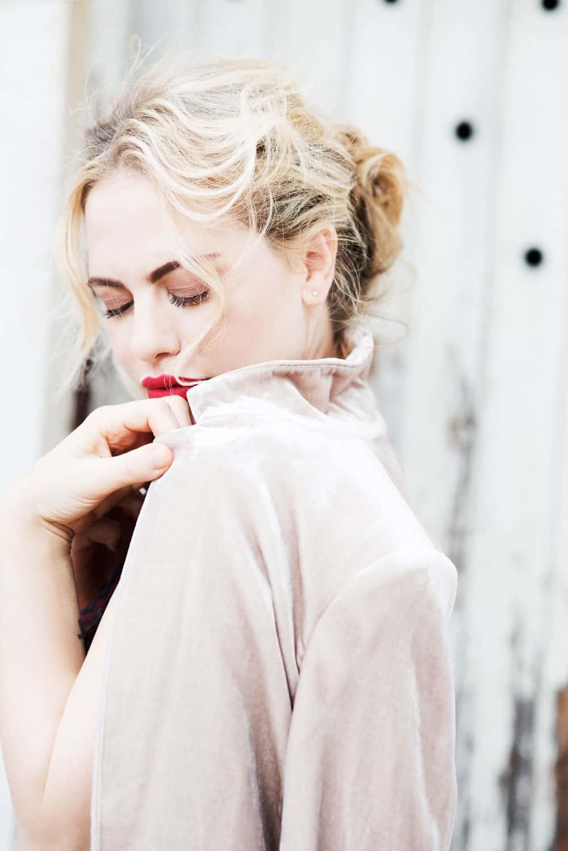 Melania Dalla Costa profilo sguardo basso Roberta Krasnig