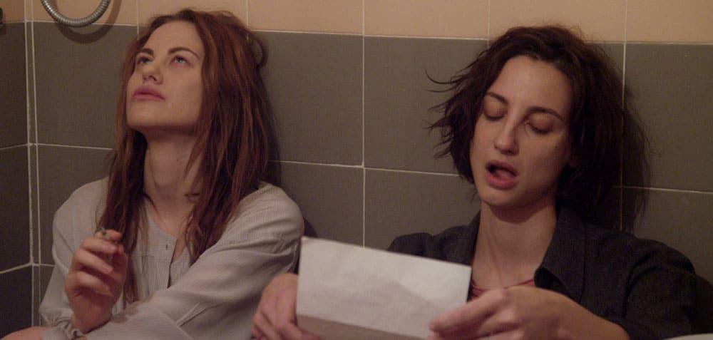 Melania Dalla Costa e Francesca Inaudi in Stato Di Ebbrezza - scena bagno lettera